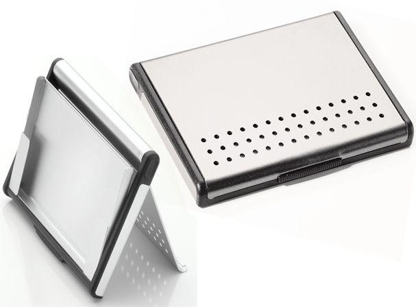 Η πιο εξελιγμένη θήκη για τις επαγγελματικές σας κάρτες!  Και θήκη αλλά και βάση για τις κάρτες. Μπορείτε να την έχετε μαζί σας ή να την τοποθετήσετε πάνω στο γραφείο σας.  Με υδροδυναμικό μηχανισμό, φτιαγμένη από αλουμίνιο.  Διαστάσεις: 102 * 72 * 9 mm Βάρος: 39 Gramm  Κωδ. CDC95/AL