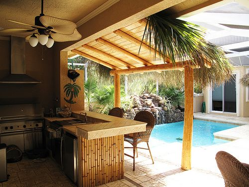 Tiki Bar With Palm Fronds Overhang Tiki Bar Fun
