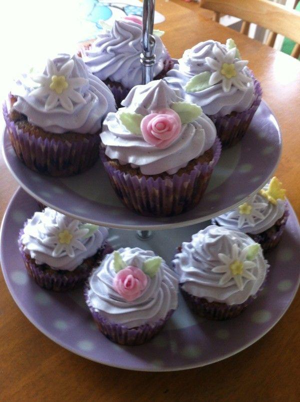 Blåbärscupcakes med lemon curd fyllning