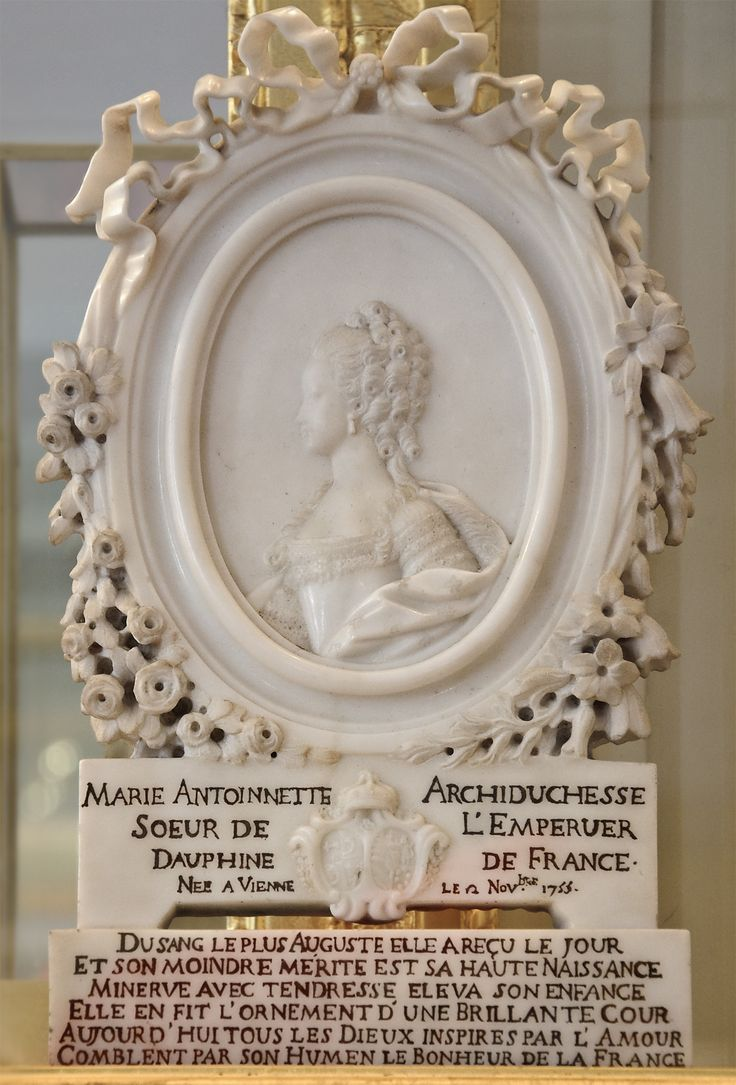 Marriage medallion for Marie-Antoinette and Louis XVI, 1770, Marble (Versailles)