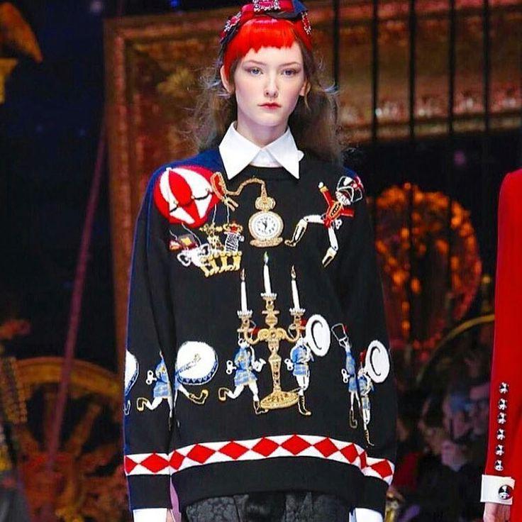 Dolce&Gabbana Fall-Winter 2016-17 #DGFabulousFantasy Women's Fashion Show. The most Trend of winter season will be Colorful Sweater designed with White Shirt and Glitzy Accessorie! More insights on @dolcegabbana and #dgfw17. Also follow @voguerunway and #MFW.