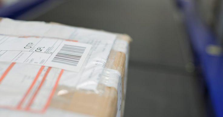 Cómo rastrear un paquete postal con USPS. Un paquete postal enviado por el Servicio Postal de Estados Unidos (USPS, por sus siglas en inglés) es una pieza de correo que puedes rastrear desde su origen hasta su destino, ya seas el remitente o destinatario. Cuando se envía un paquete postal, se le asigna un número de seguimiento que puedes utilizar para averiguar dónde se encuentra. El ...