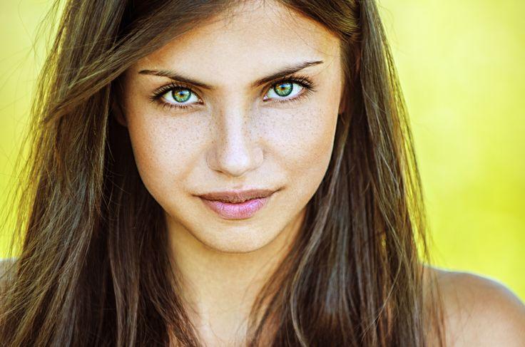 Grüne Augen professionell schminken