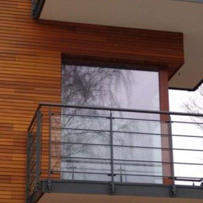 Architektura minimalistyczna, to proste oszczędne formy i jasne kolory. Dla tych, którzy chcą połączyć minimalizm z tradycją i nadać aranżacji cieplejszego charakteru, rozwiązaniem może być cedrowa elewacja. http://www.sztuka-krajobrazu.pl/466/slajdy/sposob-na-cieply-minimalizm