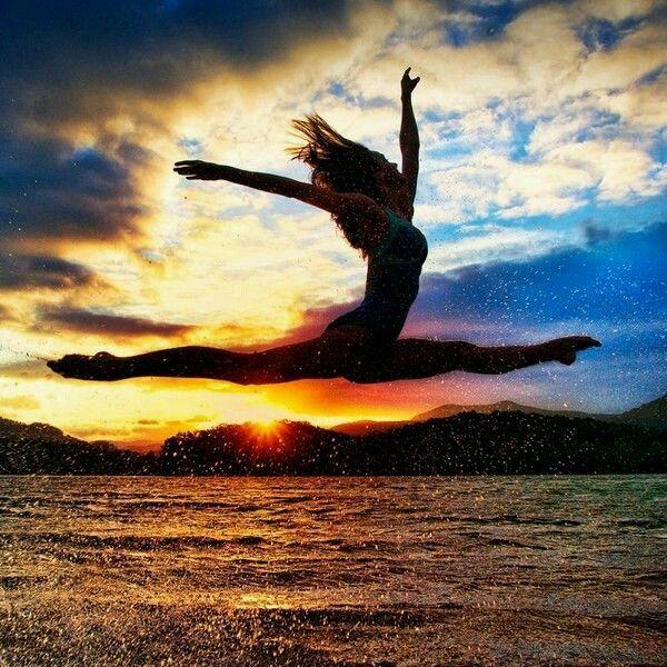 El amor es una gimnasia diaria que sirve para fortalecer el alma, agrandar el corazón, afinar los latidos, y comprender el sentido de la vida.Drinakaos.