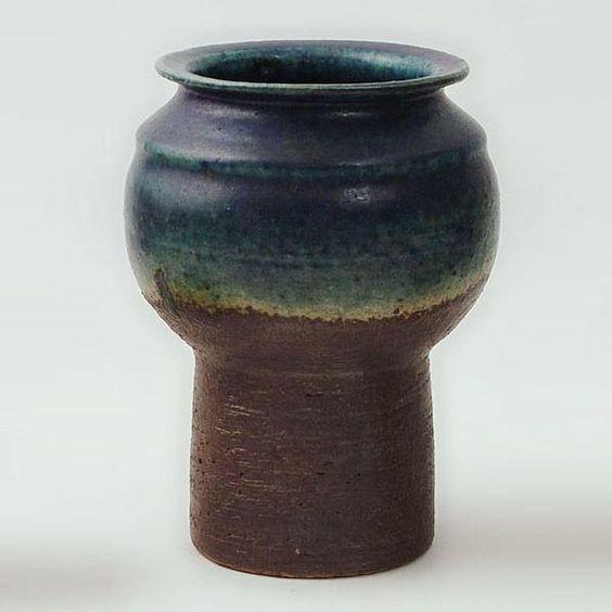Unique stoneware vase by Liisa Hallamaa N6912