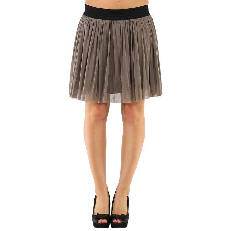 Chicas con minifaldas y pantalones cortos 29 fotos