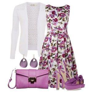 С чем носить фиолетовые босоножки: платье с цветочным принтом, белая кофточка, фиолетовая сумка, бижутерия в тон