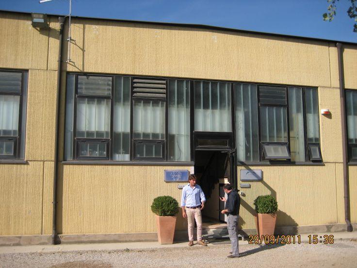 ingresso uffici e bar prima dell'intervento