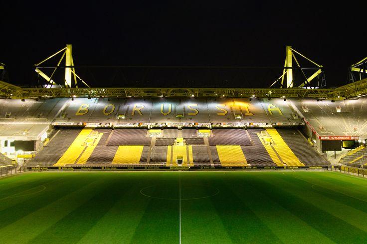 https://flic.kr/p/GZWcup   Westfalenstadion Dortmund   (C) Alle Rechte vorbehalten.