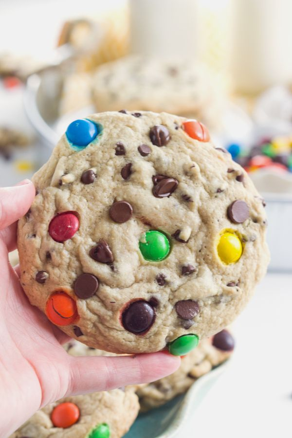 {Secret Ingredient} Bakery-Style Chocolate Chip Cookies | chelseasmessyapron.com