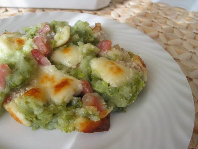 Taroz: patate, fagiolini, burro e casera. Eventualmente un po' di pancetta.    Aggiungere due amici e una bottiglia di Inferno della Valtellina.