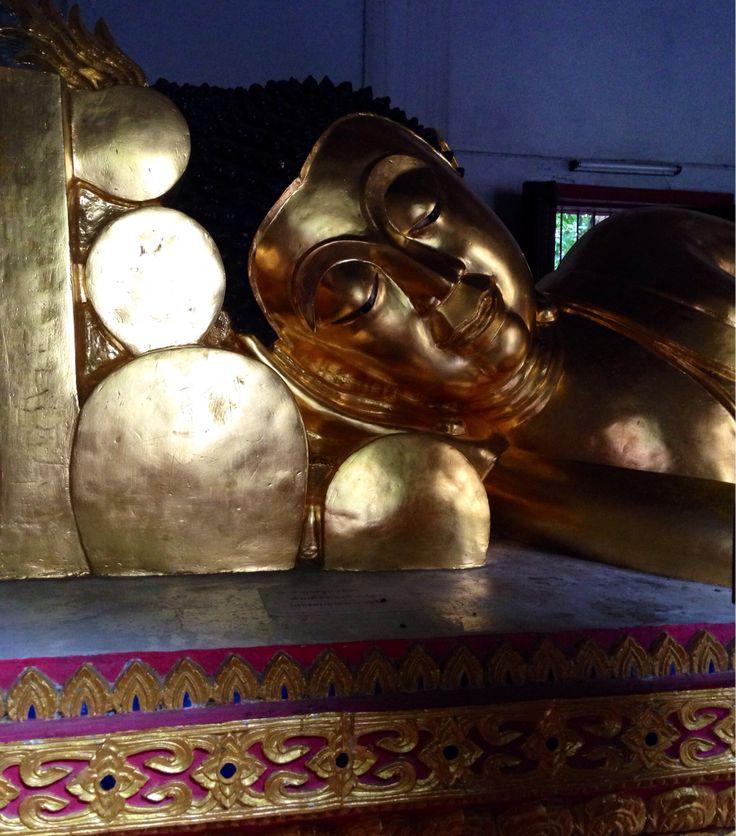 Reclining Budha - Wat Phra Singh temple