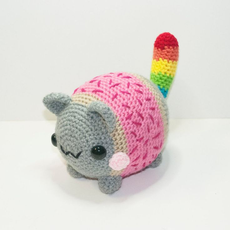 With the body of a Pop-Tart, this chubby cat loves flying through space, with a rainbow tail behind it. Now available and READY TO SHIP!!!www.etsy.com/listing/219386705…