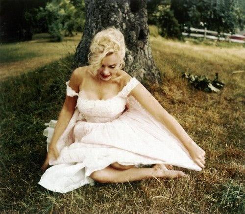 (L): Wedding Dressses, Marilyn Monroe, Sam Shaw, Norma Jeans, Marylin Monroe, The Dresses, Lace Dresses, 50S Dresses, Samshaw