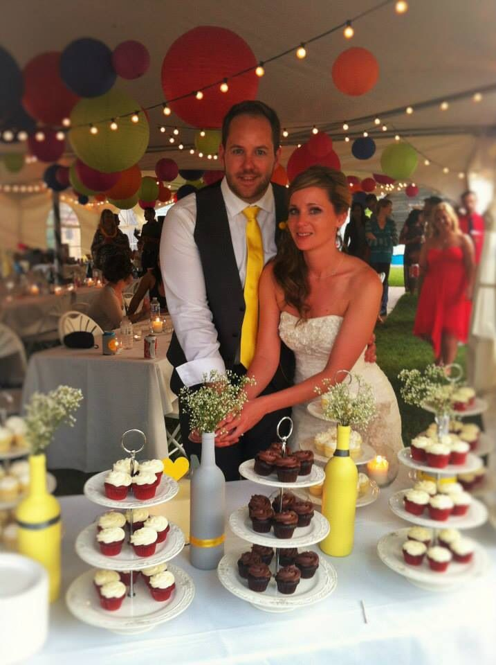 Cake cutting. Yellow and grey wedding.
