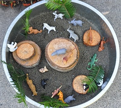 Animal park in a bucket...Zachy and Bella will love love love this!