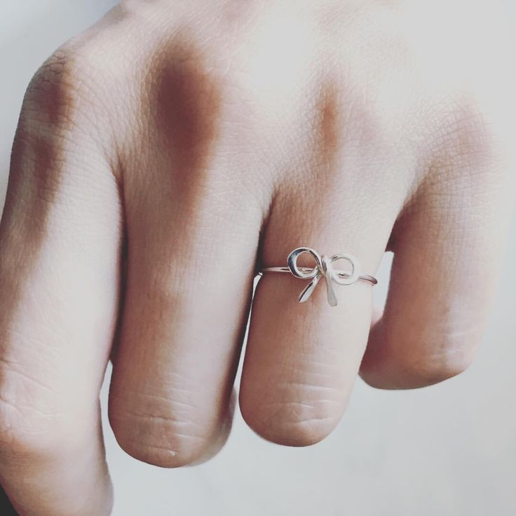 A bow on my finger   • Gaia Guglielmini