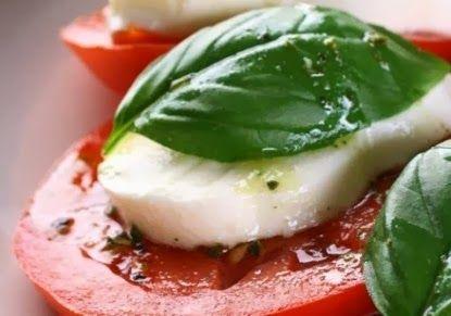 Salad with tomatoes, sliced mozzarella and basil | USA Fresh Gossips
