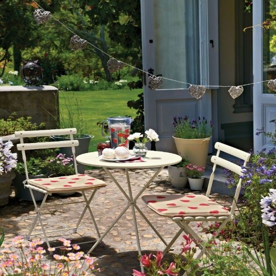 Small courtyard patio | Patio design ideas | Gardens | PHOTO GALLERY | Housetohome.co.uk
