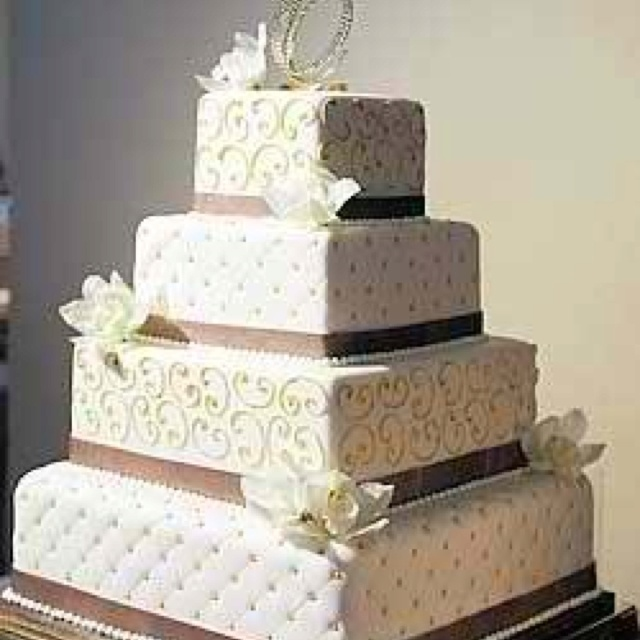 Quilted Cake Design : Square quilted wedding cake! photos Pinterest Quilt ...