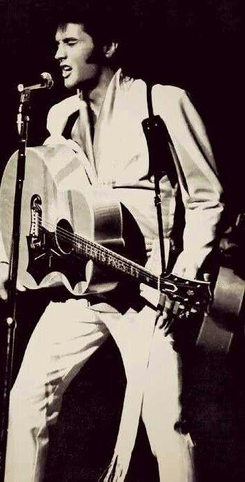 Pin by Patricia Milligan on Elvis  #  2 | Pinterest | Elvis Presley, Las Vegas and Hotels