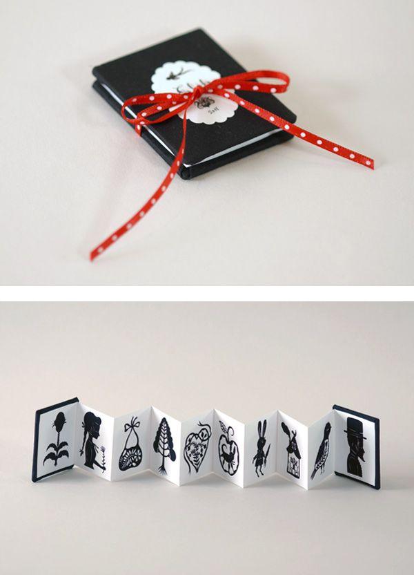 Libros en miniatura de Elsa Mora, libros y arte en formato reducido.