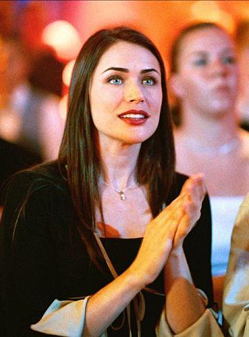 Rena Sofer (Carrie)
