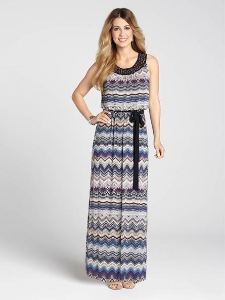 """Laura Petites : pour femmes de 5' 4"""" et moins. Les robes maxi vous permettent d'afficher un look aisé et ce modèle à chevrons ne fait pas exception. Les enjolivures à l'encolure Cléopâtre ajoutent une touche d'élégance pendant que la ceintu... 4010101-045"""