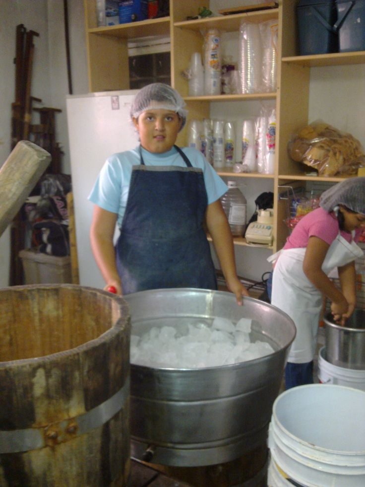 Desde los niños y niñas les encanta preparar NIEVE DE GARRAFA