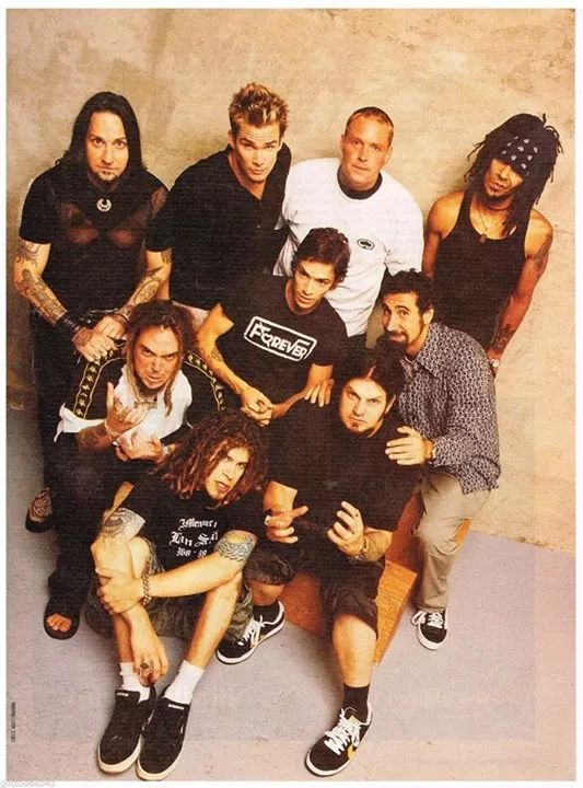 Dez Fafara (Coal Chamber), Max Cavalera (Soulfly), Mark McGrath (Sugar Ray), Serj Tankian (System Of A Down), Jared Gomes (hed p.e.) o Brandon Boyd (Incubus)