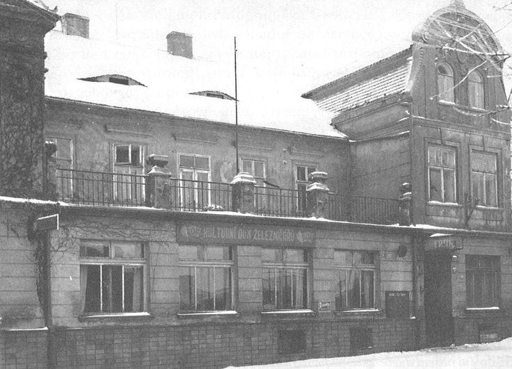 HOTEL MERTIN - Od roku 1948-1956 zde bylo kulturní středisko železničářů, následně Geodézie a pak zde postavili Lidl