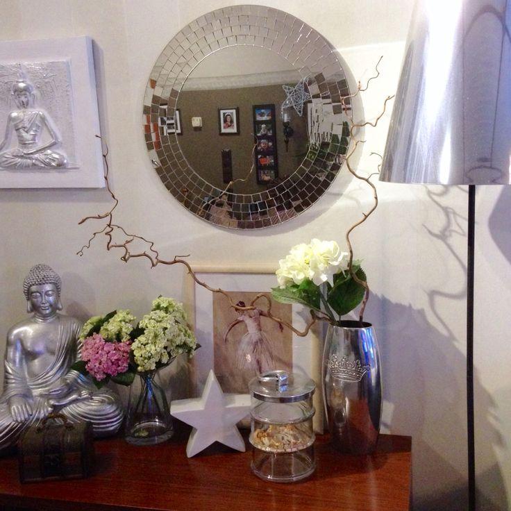 Buddha ja hopean väriset esineet on niin mun juttu