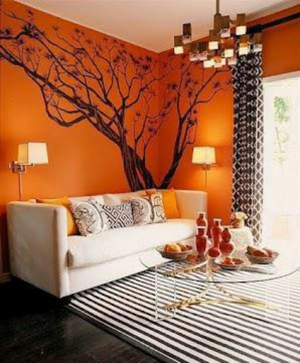 Sala com parede colorida