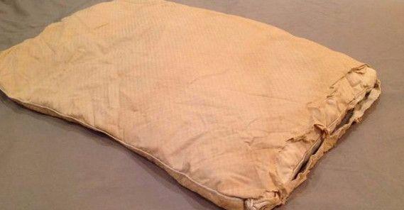 У всех дома есть старое постельное белье, которое либо собирает пыль в шкафу, либо летит в мусорную корзину, либо идет на тряпки. А ведь ему можно найти отличное применение! Наволочки, пододеяльники и…