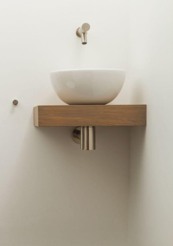 Luxe fonteintjes voor het toilet vindt u bij De Eerste Kamer badkamers. Met een mooi fonteintje wordt het kleinste kamertje stijlvol aangekleed.