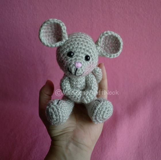 Morris the mouse - the cutest little crocheted mouse pattern - free :)