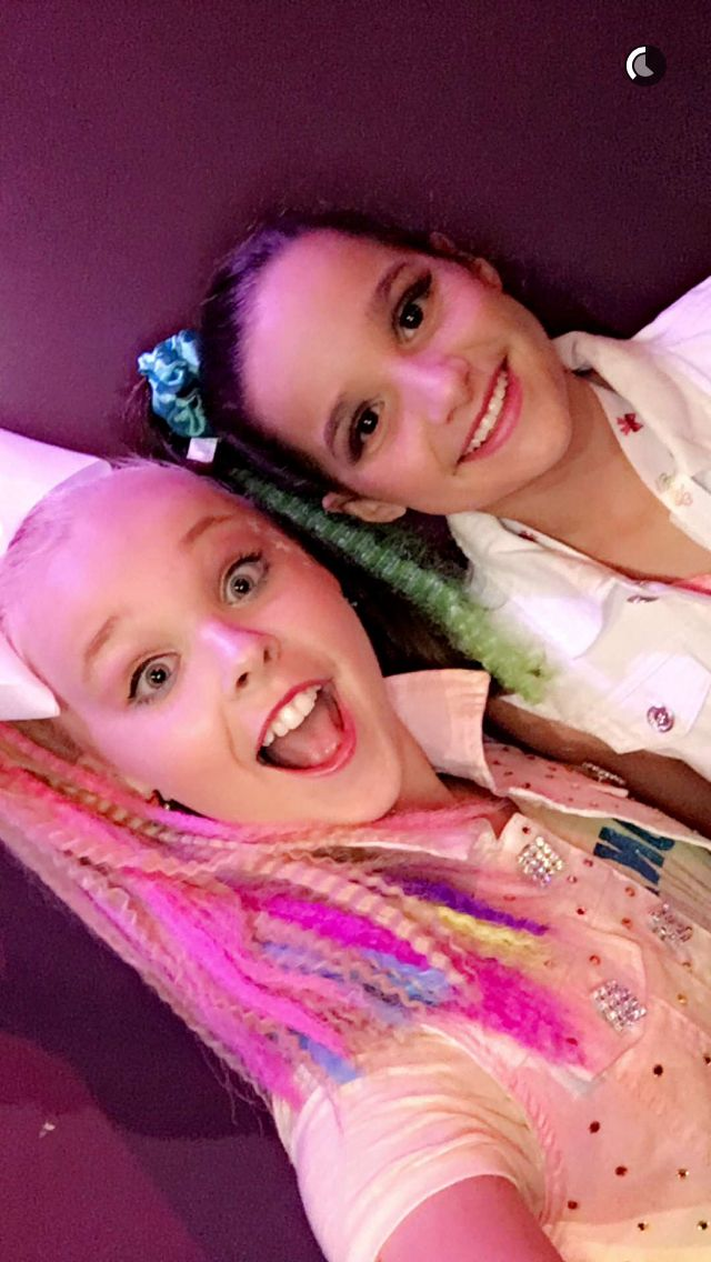 JoJo Swia with Annie Bratayley! JoJo's Party was bomb. Obviously I did not go...But I watched bratayley's vlog! #HappyBirthdayJoJo! REPOST AND LIKE