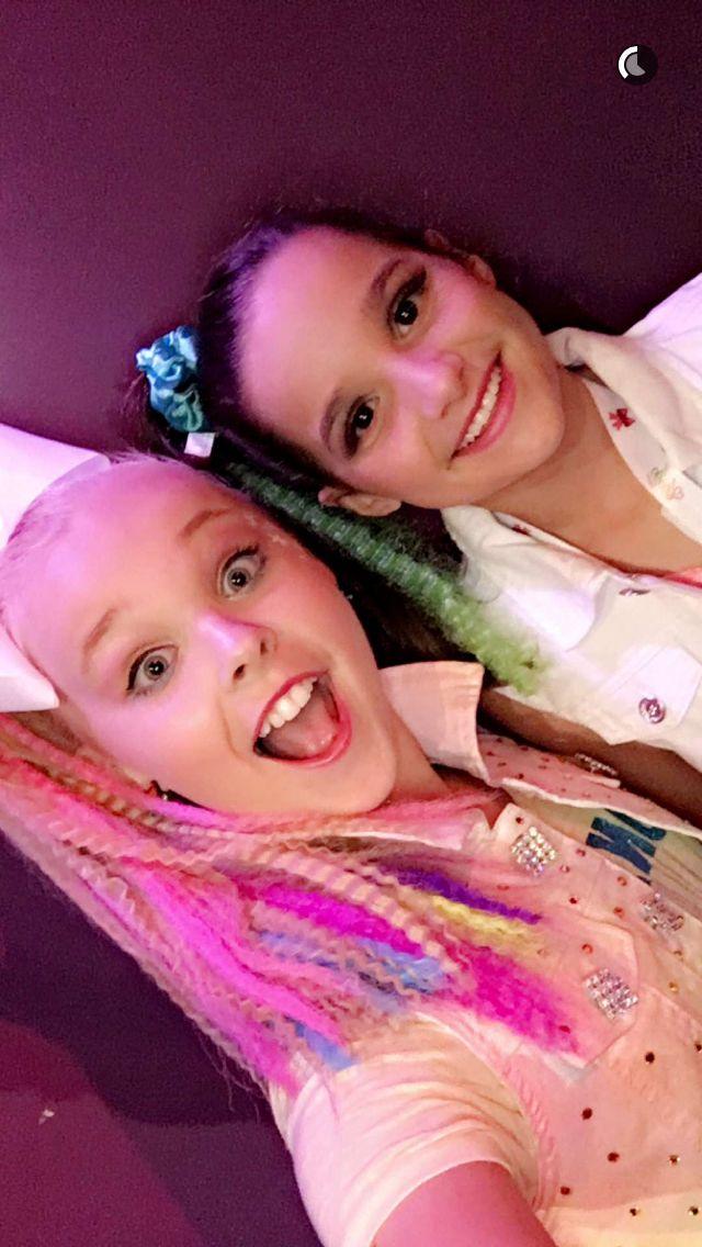 JoJo Swia with Annie Bratayley! JoJo's Party was bomb. Obviously I did not go...But I watched bratayley's vlog! #HappyBirthdayJoJo! REPOST AND LIKE