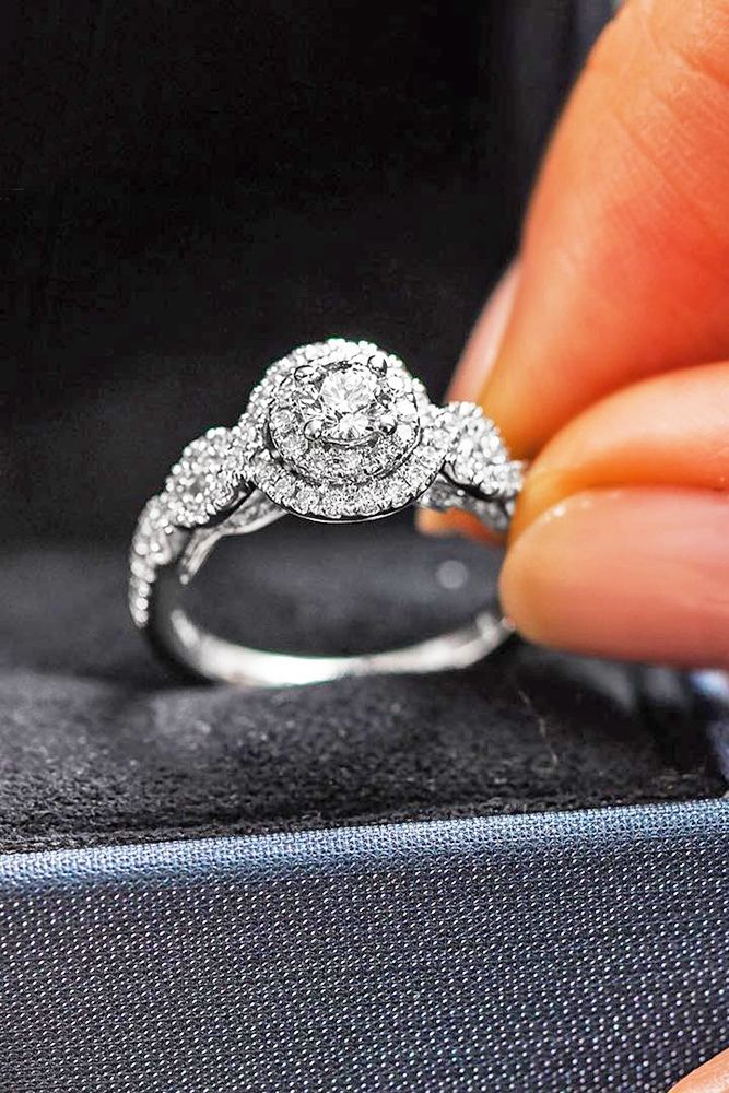 Marry me! - Engagement ring - Anillo de compromiso - ¡Cásate conmigo! Top Round Engagement Rings ❤ Most Striking Kay Jewelers Engagement Rings ❤ See more: http://www.weddingforward.com/kay-jewelers-engagement-rings/ #weddings
