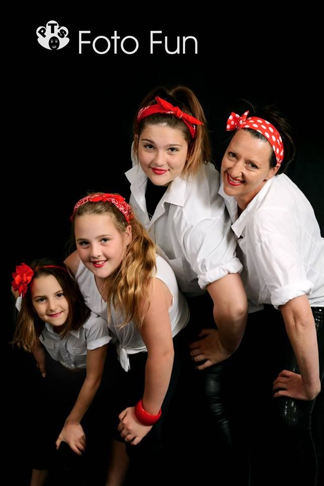 Pin-up Family Chic