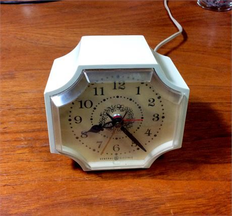 Im pleased to offer this elegant vintage GE General Electric alarm clock.   This eggshell (off-white) colored cross or plus shaped electric clock is all original and keeps great time. The sweep second hand moves very smoothly and the alarm sets and works as youd expect.   The clock is about 3 3/4 tall, 3 3/4 wide, and 2 deep. The dial has a ring of flowers near the center that gives it a great vintage look.   This is a great looking clock thats in wonderful running condition. It has...