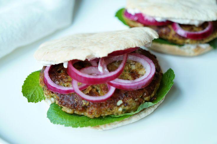 Culy Homemade: falafelburgers met pittige yoghurt en munt