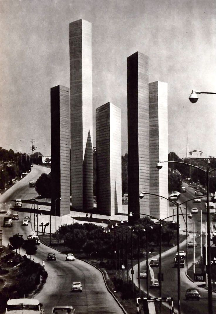 Las Torres de Satélite, Ciudad Satélite, Naucalpan, México  1957  Arqs Mathias Goeritz y Luis Barragán Foto. Bob Schalkwijk - Torres de Satélite, Ciudad Satelite, Naucalpan, Mexico 1957