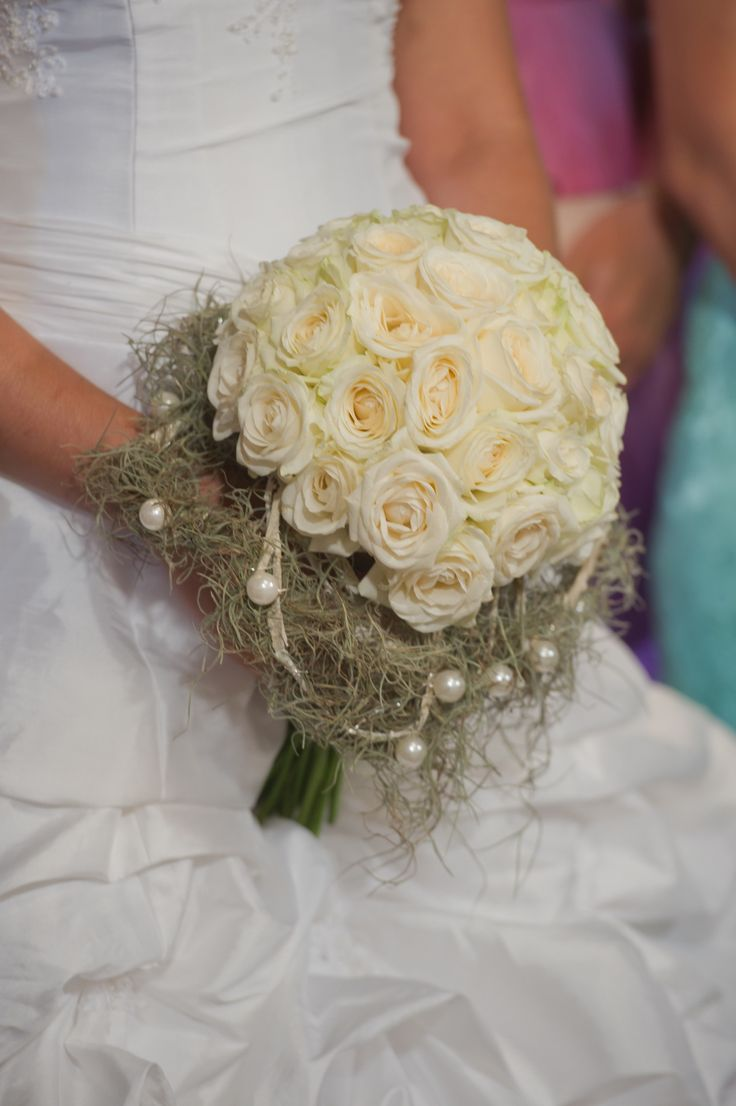 Bride bouquet with ivory roses