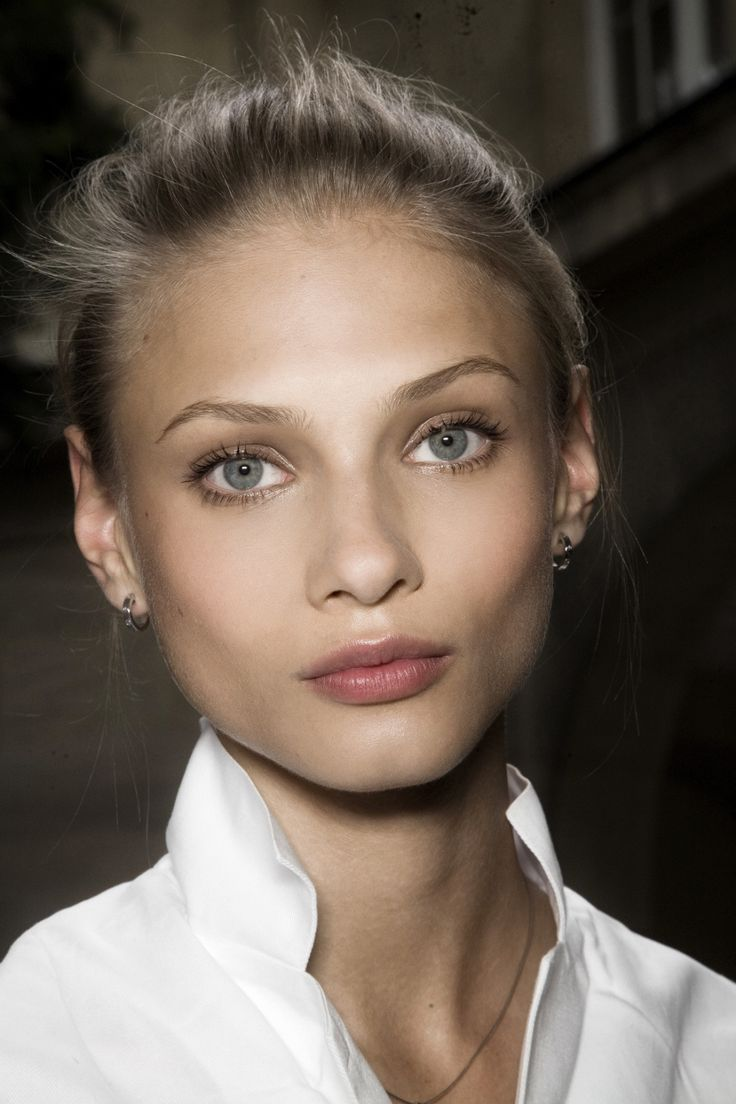 Great day make up look: soft eyes, rimmed in gray and a touch of plum on the lips.