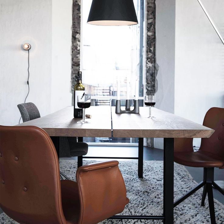 Primum dining chairs in cognac leather and plank dining table Track.