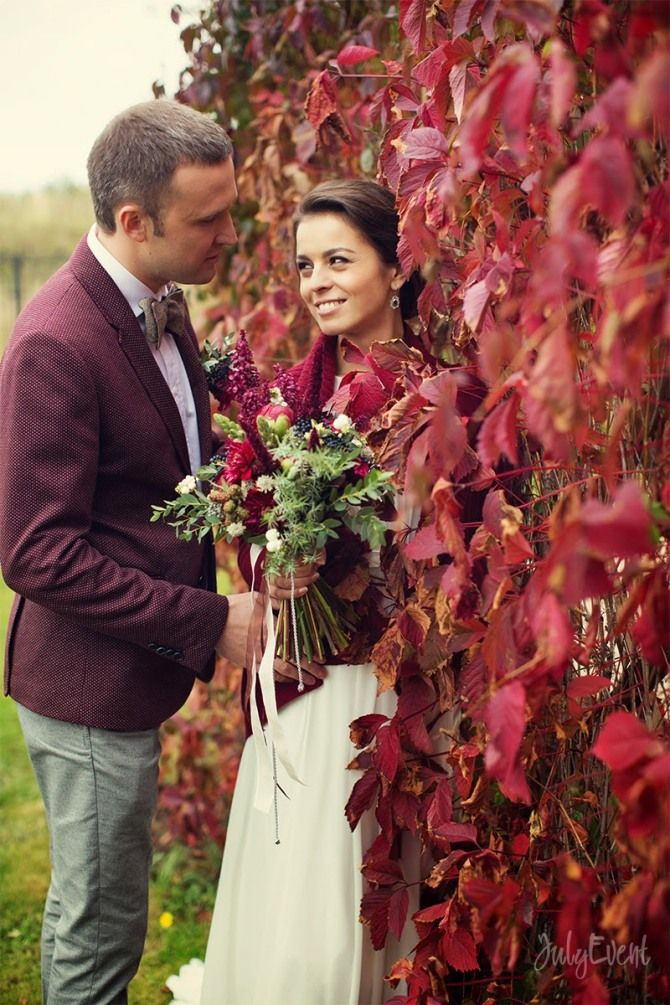 so gorgeous fall wedding photo!