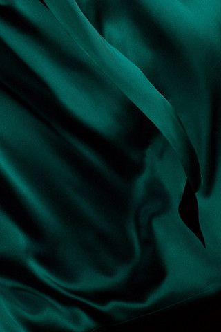 Emerald Silk  #foreveryminute #silk #sleepwear