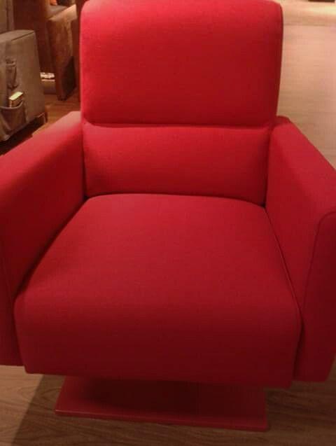 Mooi wonen is genieten! Deze mooie rode stoel ook in de opruiming!